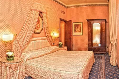 Hotel Mecenate Palace * * * * Roma